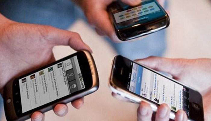 Consecuencias que puede ocasionar estar todo el tiempo apegado del celular