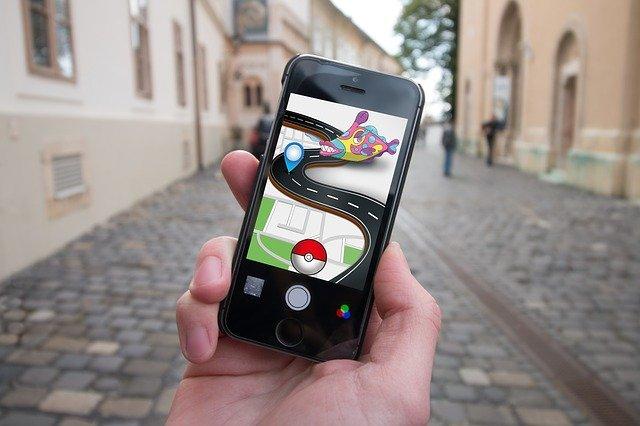 Camina por las calles y atrapa pokémons